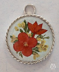 Hawaiian Star Genuine Pressed Flower Round Pendant Necklace